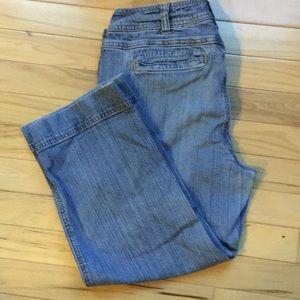 Capri Jeans - Stretch. Size - 8 - Barely Worn